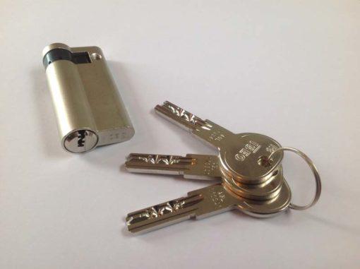 Iseo Cilinder half 40-10 SKG** met 3 sleutels
