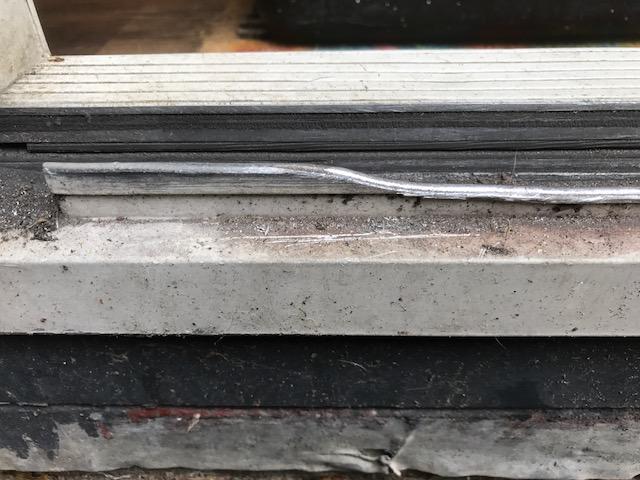 Aluminium schuifpui rails versleten