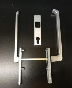 Aluminium GU schuifpui beslag binnen platte greep en buiten normaal met cilindergat